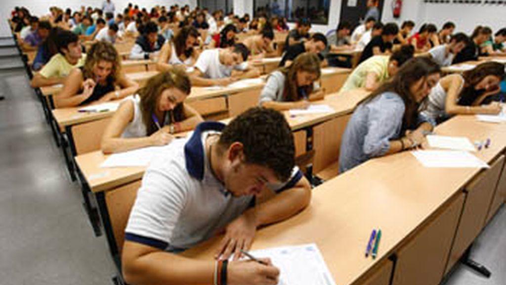 Los alumnos de Universidad de Sevilla podrán terminar su examen aunque les pillen copiando