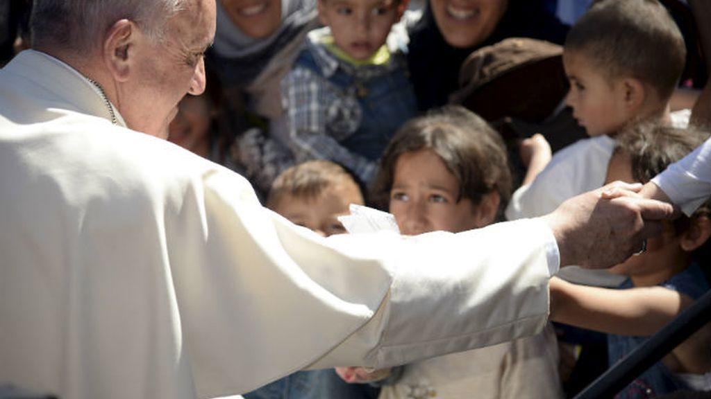 El Papa Francisco con los refugiados en Lesbos
