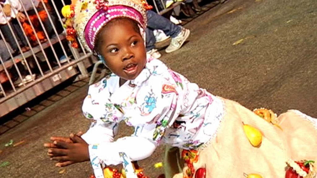 Una niña con el vestido típico del folklore bahameño
