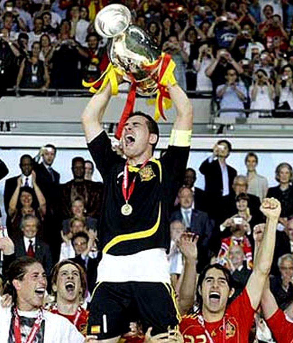 Cuarenta y cuatro años después, España es campeona de Europa. Vide: Informativos Telecinco