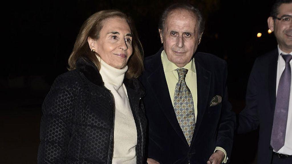 El periodista Jaime Peñafiel acudió con su mujer, Carmen Alonso