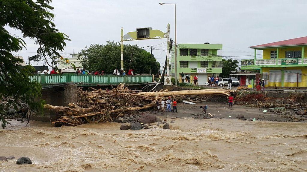 Paso de la tormenta tropical 'Erika' por Dominica