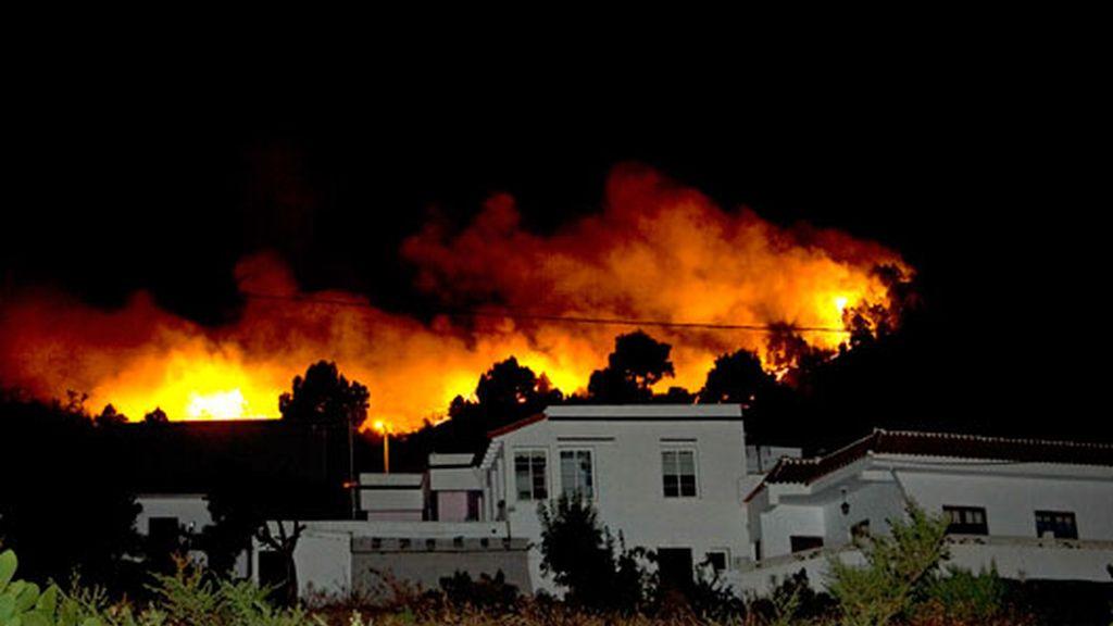 Incendio de La Palma sigue activo y sin control