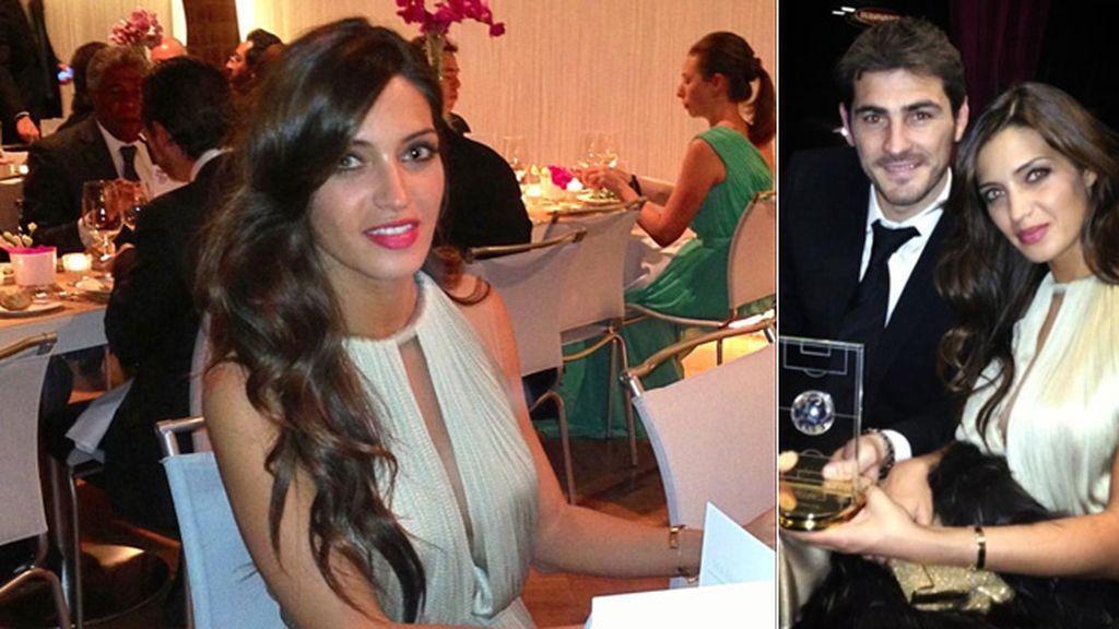 Iker acudió bien acompañado por su chica, que lució un vestido de María Lucia Lohan