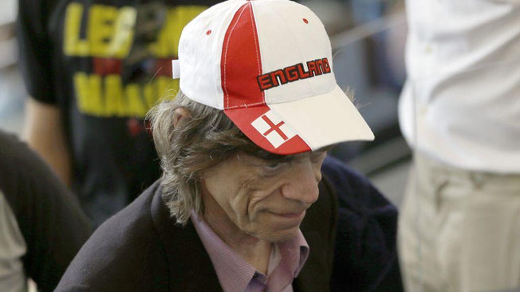 Mick Jagger con una gorra de Inglaterra