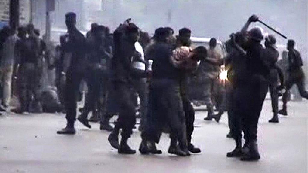 La Policía reprime a los manifestantes