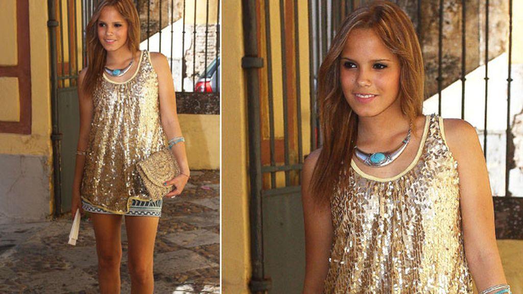 Gloria Camila, la hija del diestro, lució un top de paillettes dorado