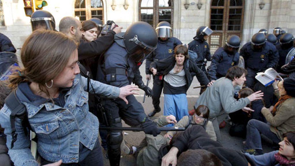 Un centenar de estudiantes estban encerrados contra el Plan Bolonia