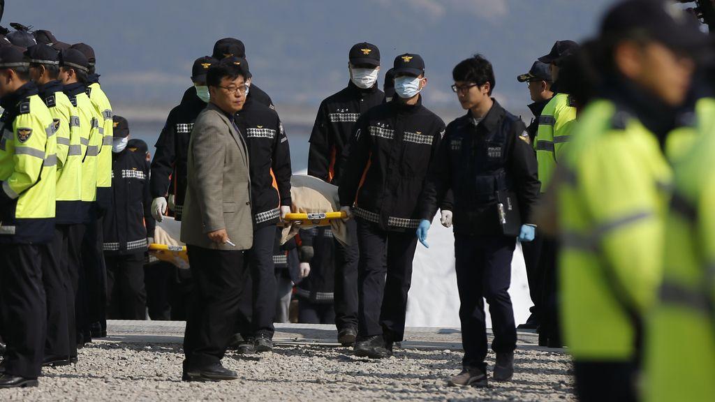 Aumenta a 104 el número de muertos en el hundimiento del 'Sewol'