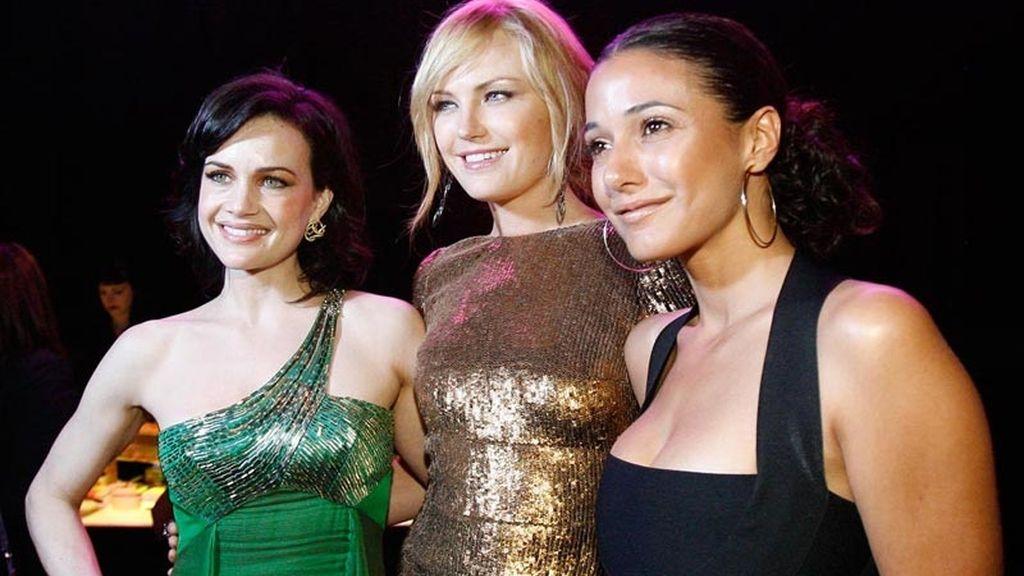Carla Cugino y Malin Akerman en la foto con Emmanuelle Chriqui