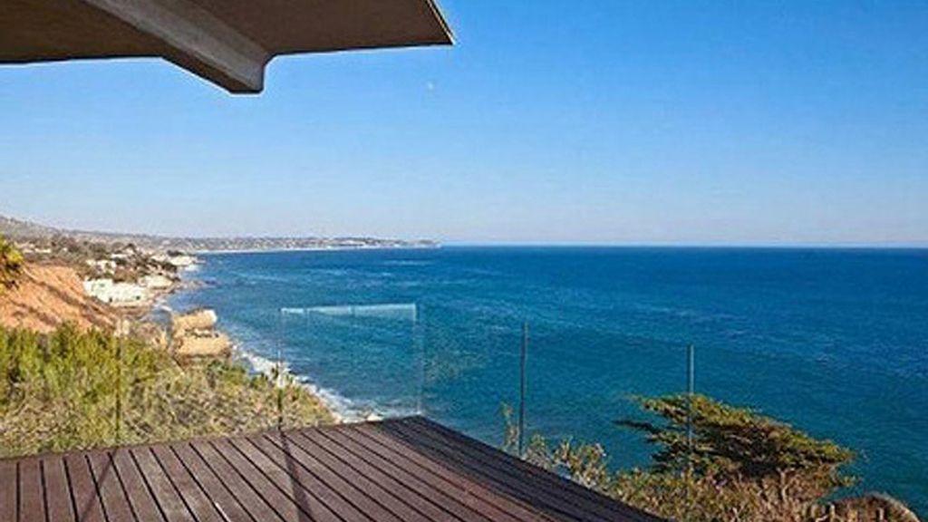Paredes de cristal y suelos de bambú, la casa de playa de Brad Pitt y Angelina Jolie