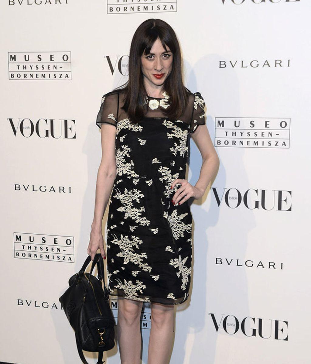 Natalia Ferviú con un estampado de flores chinescas