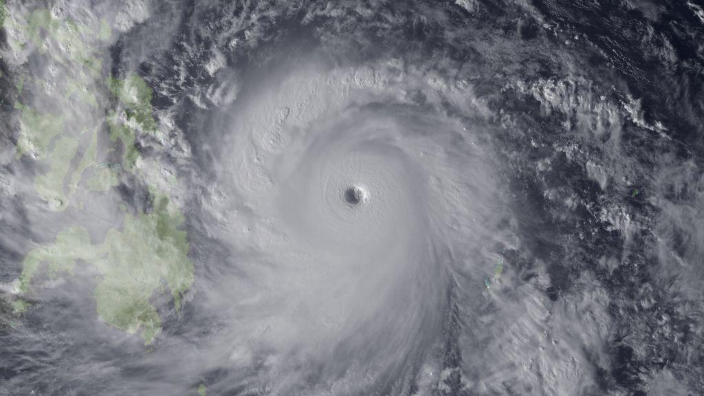 El potente tifón 'Yolanda' llega a Filipinas