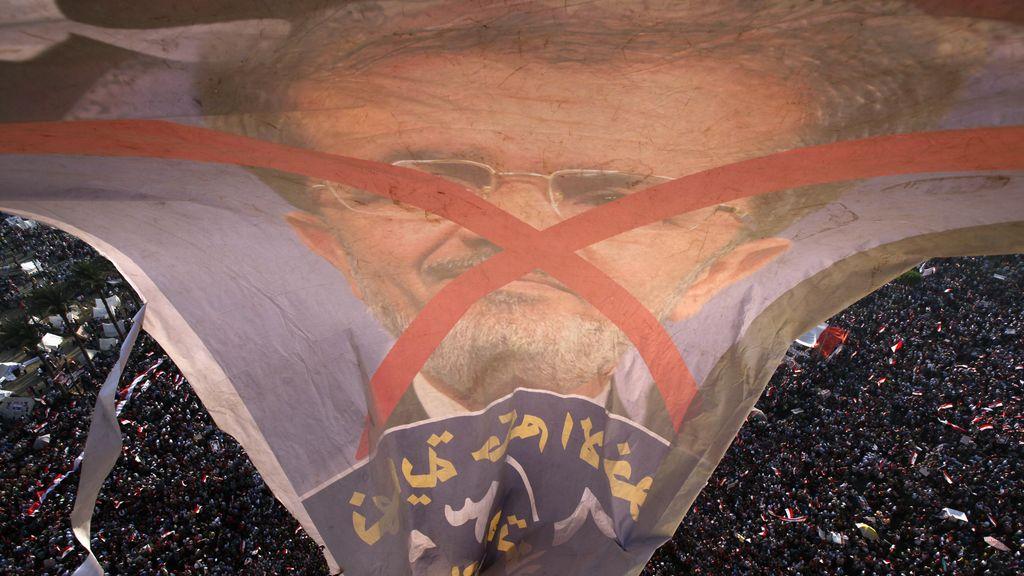 Pancarta con la imagen de Mohamed Mursi en las protestas egipcias. Foto: Reuters