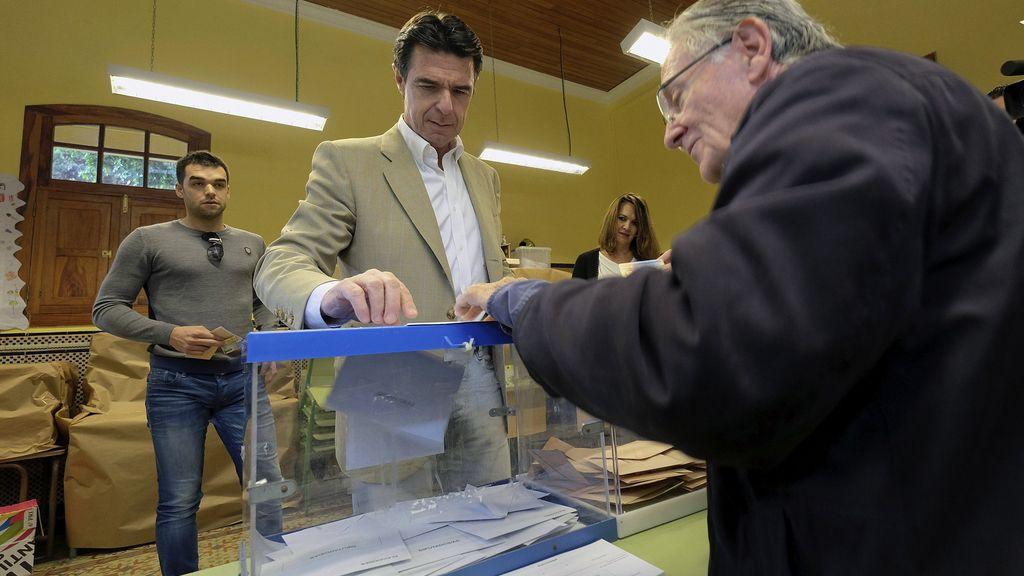 José Manuel Soria votando