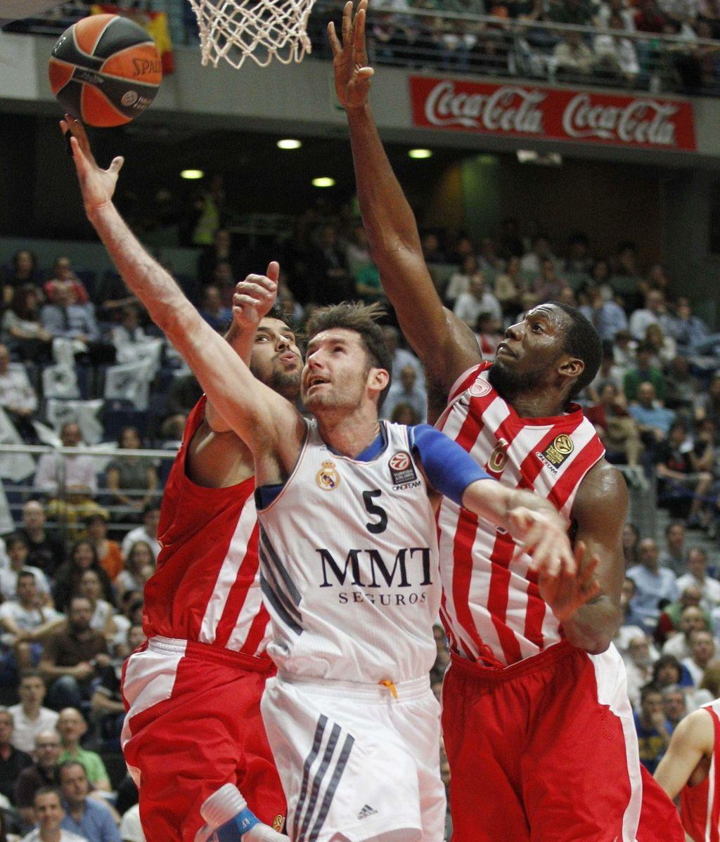 El Madrid se exhibe y da primero ante Olympiacos