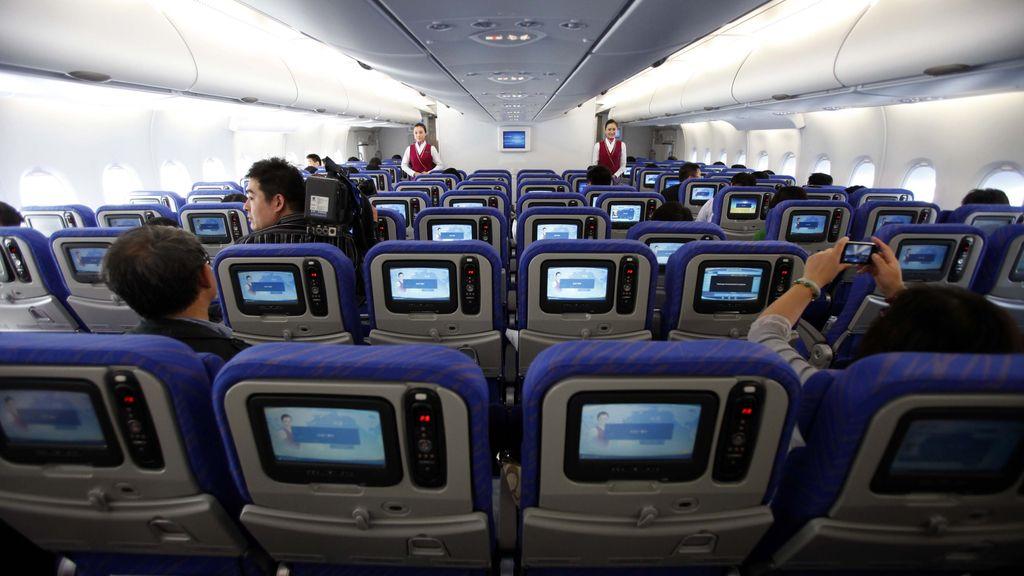 El 70% de los pasajeros reconoce haber usado un dispositivo electrónico durante un vuelo