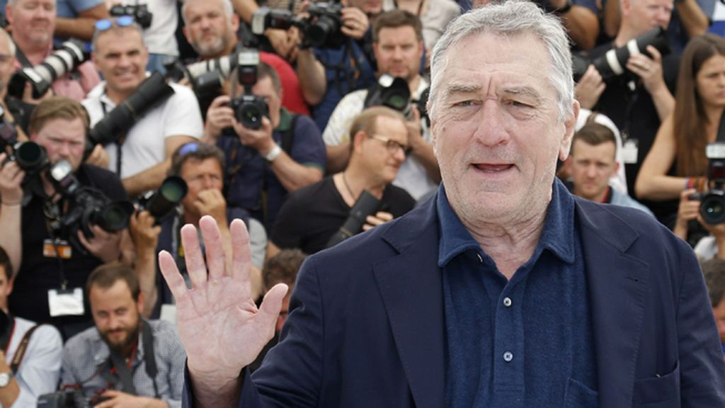 Robert De Niro saludando en Cannes
