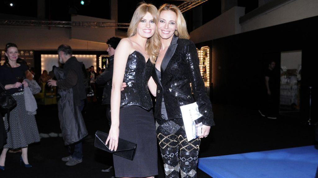 Las presentadoras Adriana Abenia y Paula Vázquez, fieles seguidoras de la diseñadora madrileña