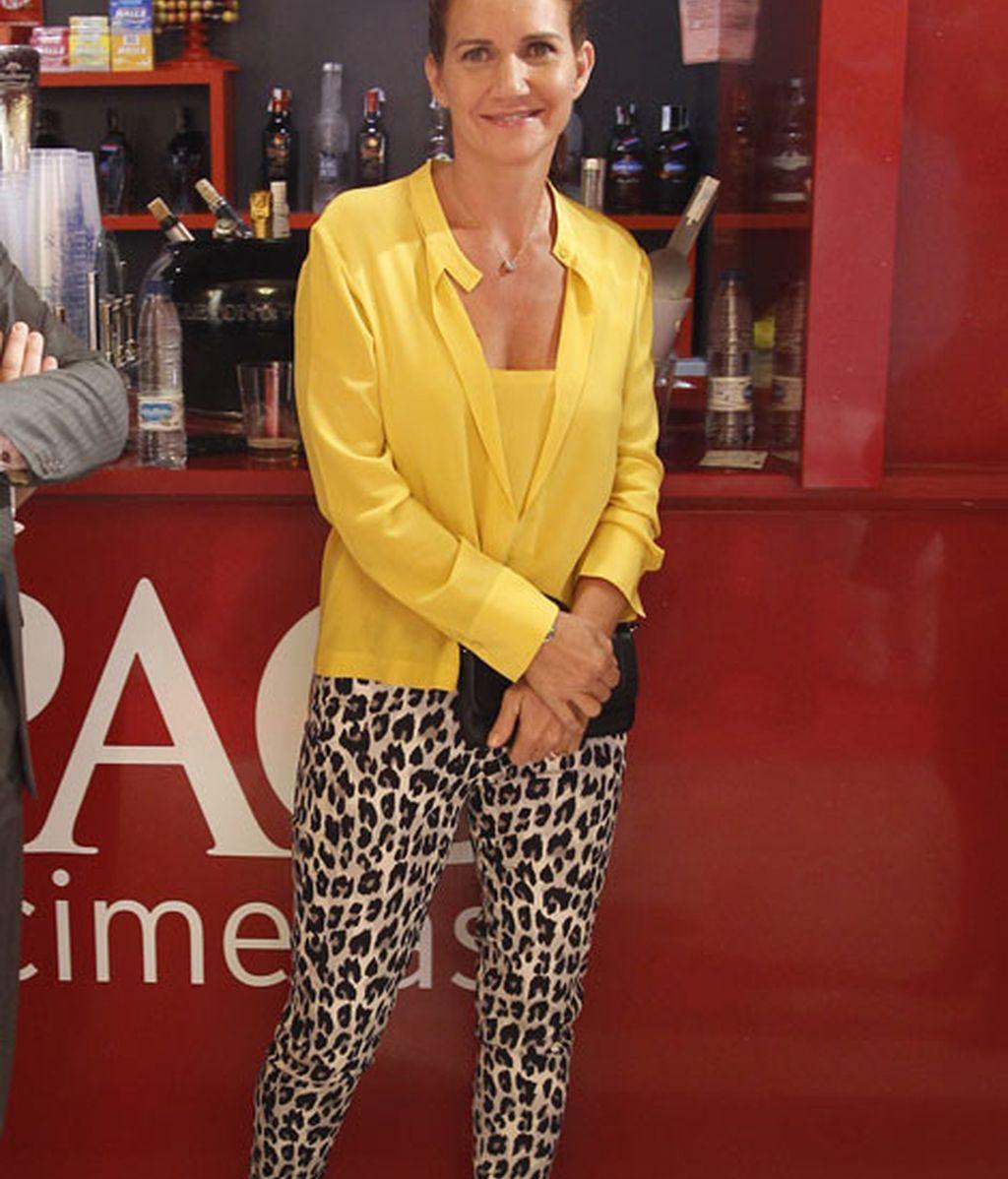 Samantha Vallejo Nagera combinó amarillo con 'animal print'
