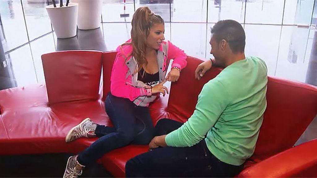 Andrea quiere una cita sin cámaras con Ángel