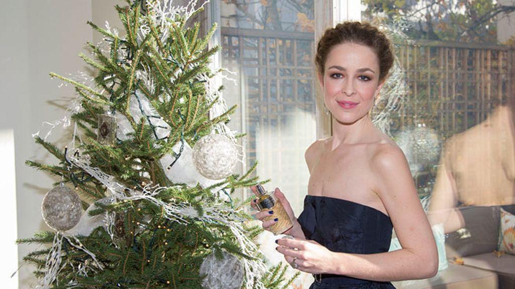 Silvia Abascal, un bonito retrato navideño durante un acto de publicidad