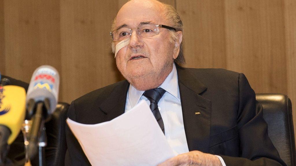 Blatter y Platini, sancionados