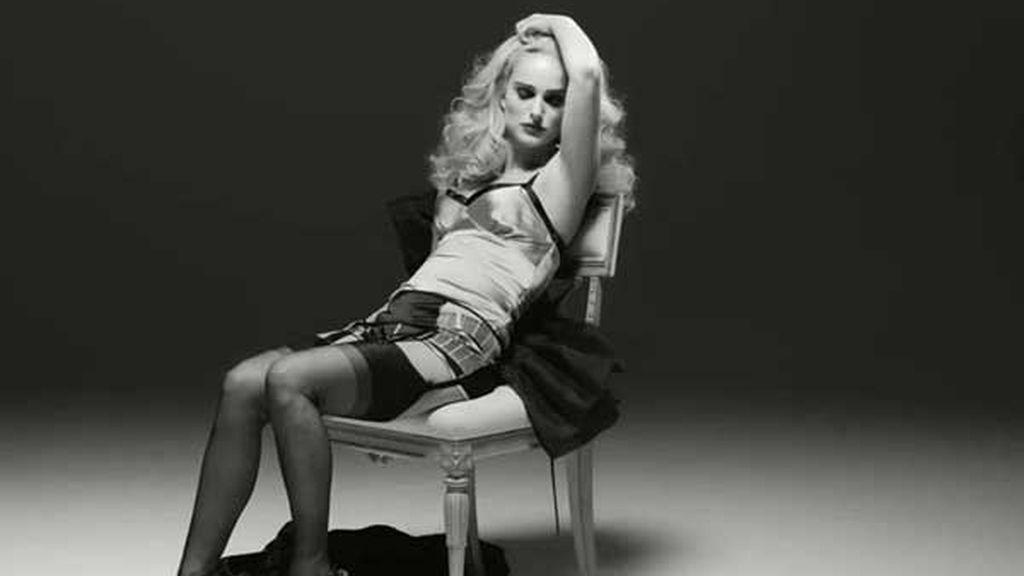 Natalie Portman seduce en blanco y negro