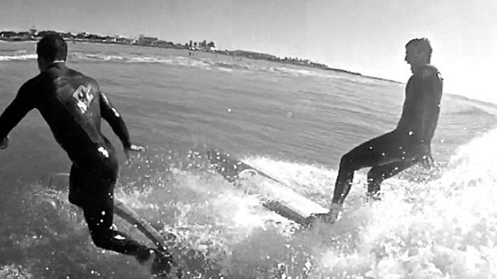 Alex González se unió a Silvestre para practicar surf