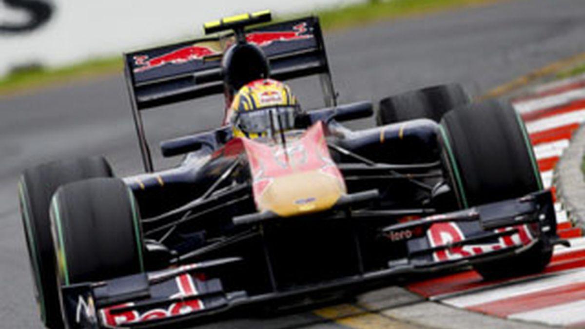 Imagen del piloto español Jaime Alguersuari corriendo con Toro Rosso. Foto: EFE