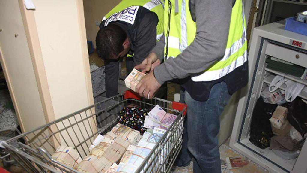 La policía se incauta de miles de billetes en la operación contra la mafia china