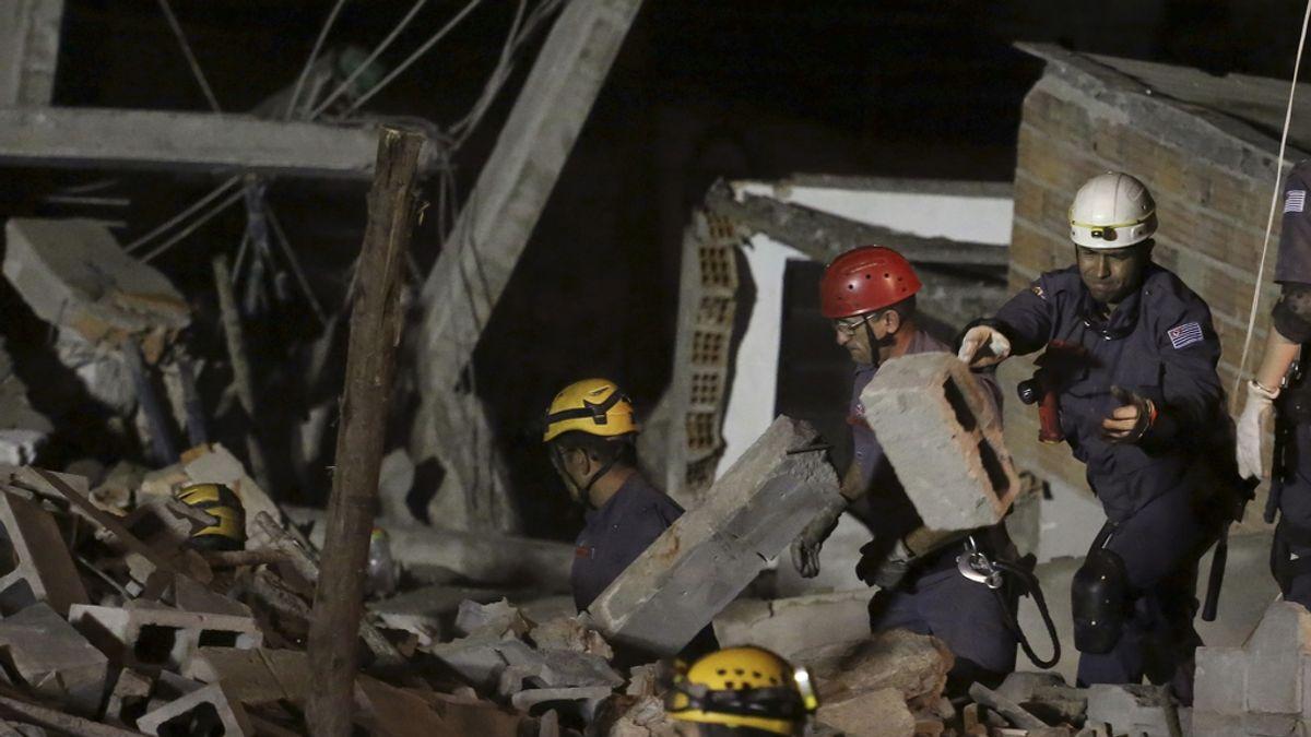 Un edificio en construcción de cinco plantas se derrumba en Sao Paulo