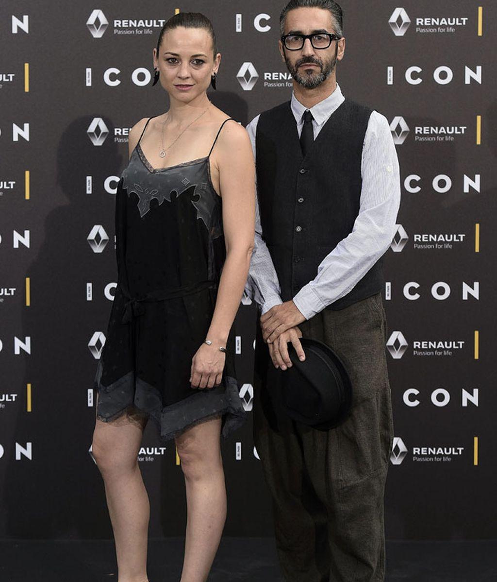 Leonor Watling con vestido lencero negro