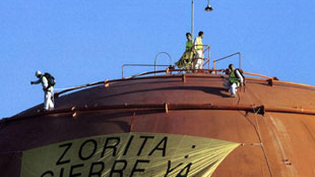 Acción sobre la cúpula de la central nuclear de Zorita en Guadalajara para pedir su cierre.