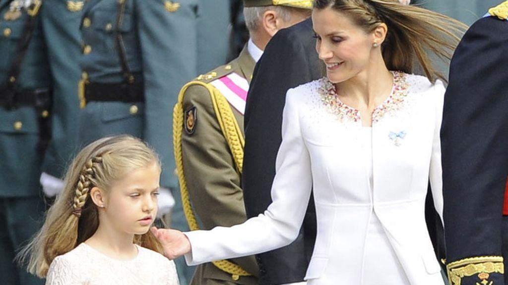 La Reina, pendiente de sus hijas