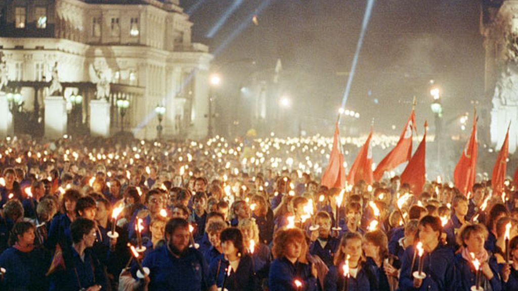 Miembros de la Juventud Libre Alemana en 1989