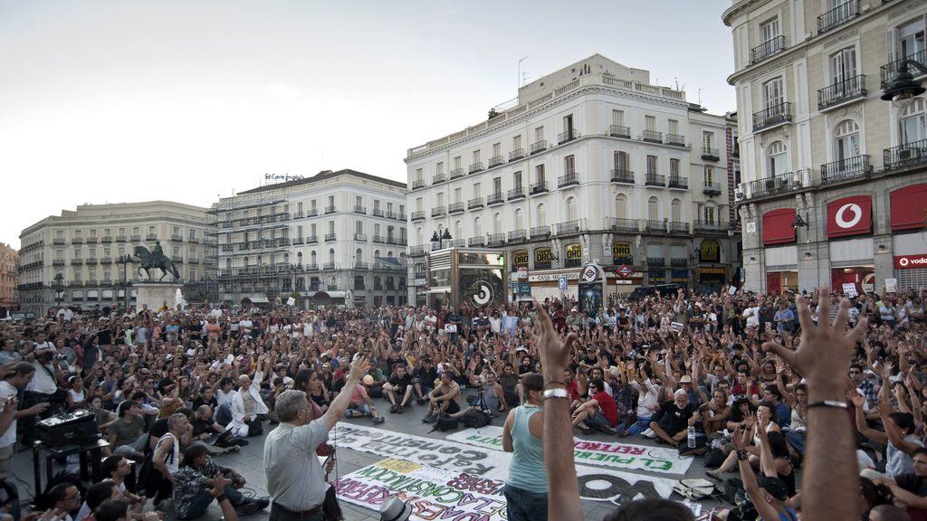 Cientos de indignados ha ncelebrado una asamblea tras la manifestación FOTO: EFE