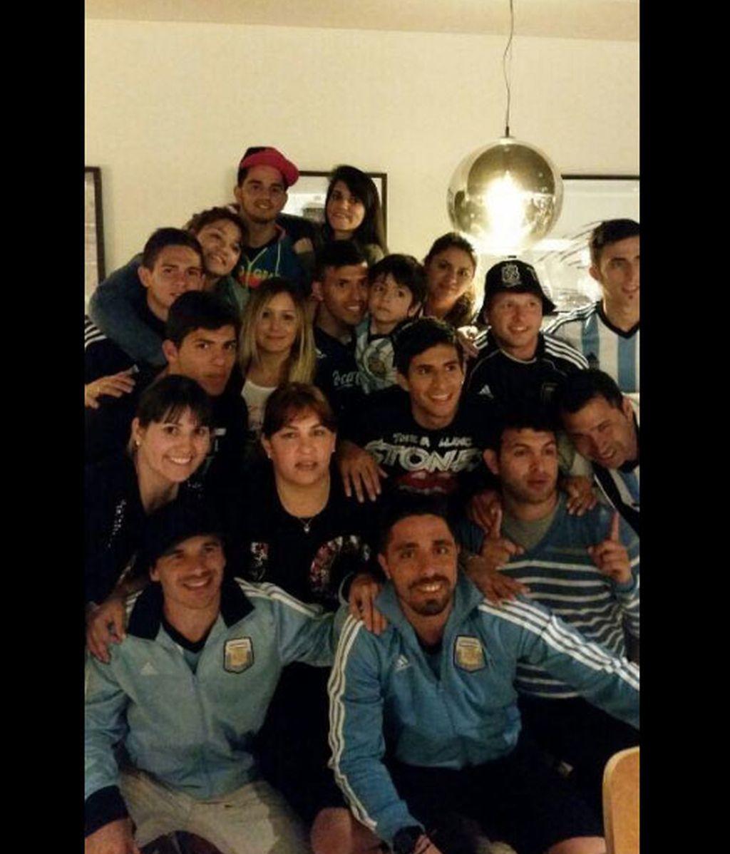 Kun Agüero, reencuentro con la familia