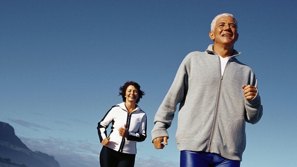 El ejercicio es bueno para mantener una vida saludable en la tercera edad. Foto: Gtres