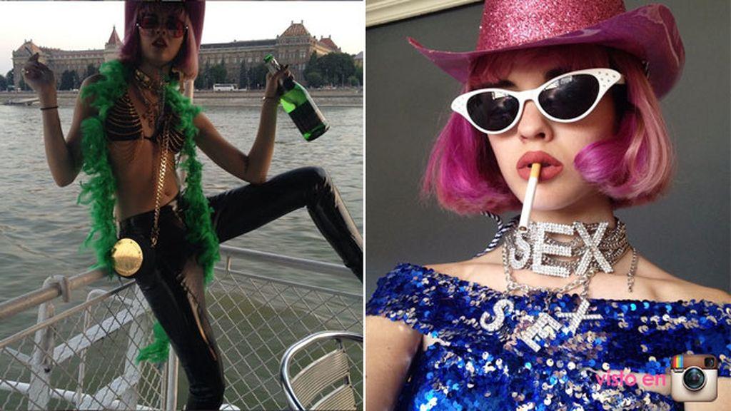 Los colores y complementos chillones le ha valido para que Katy Perry la siga