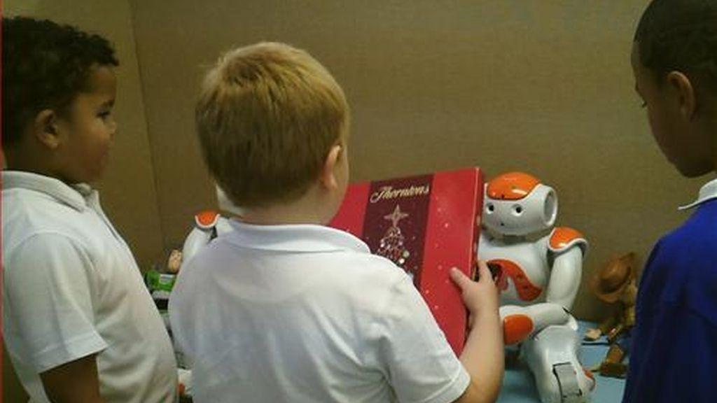 Profesores robots ayudan notablemente a los niños autistas