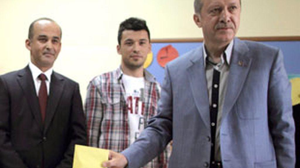 Erdogan gana, pero sin la mayoría necesaria para reformar la Constitución. Vídeo: Informativos Telecinco