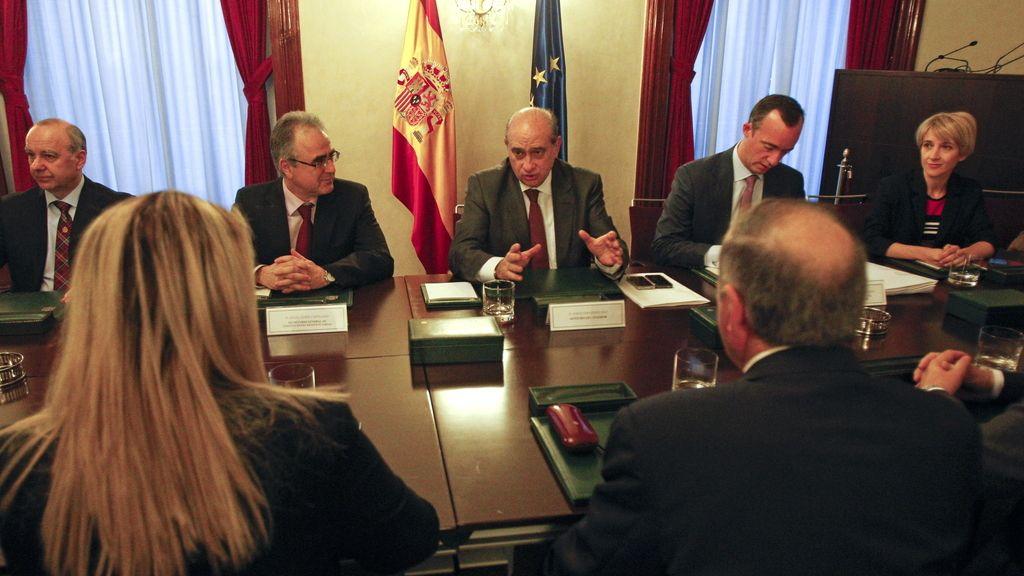 Fernández Díaz se reúne con representantes de Víctimas del Terrorismo