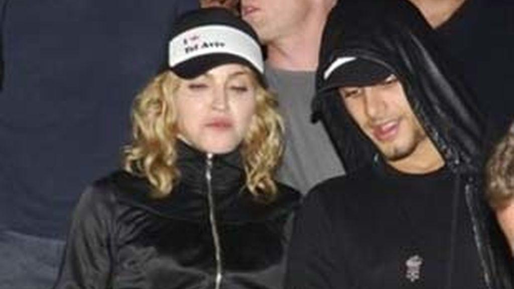 Madonna y Jesús Luz durante una visita a Israel, en septiembre de 2009: Foto: AP