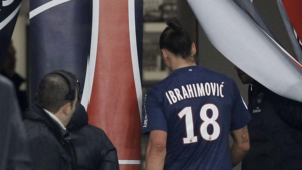 Ibrahimovic, expulsado del partido del París Saint Germain contra el Saint-Etienne. Foto: Reuters