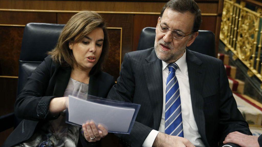 Mariano Rajoy y Soraya Sáenz de Santamaría durante la sesión de control