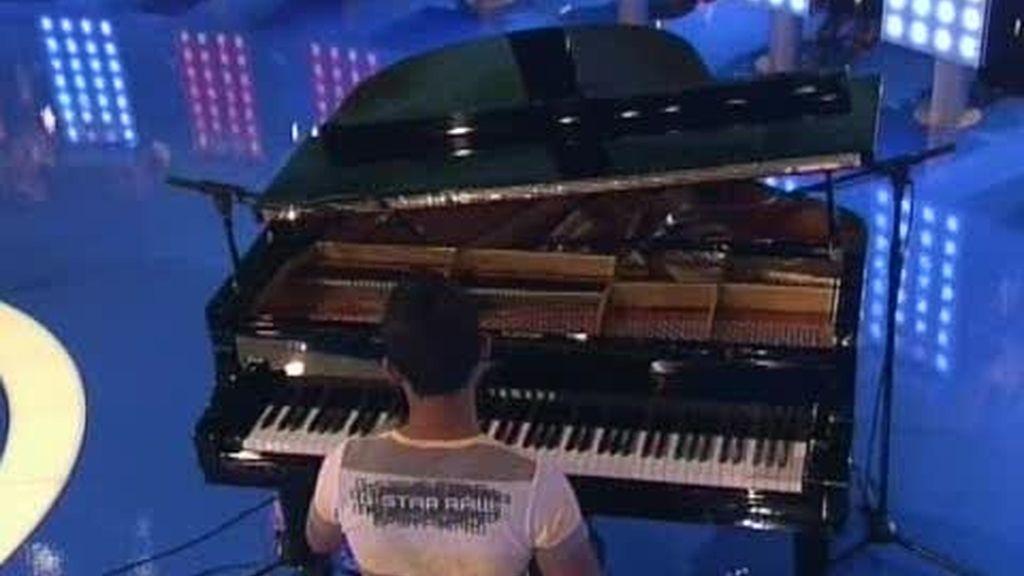 La relajante sinfonía del piano de Teguh