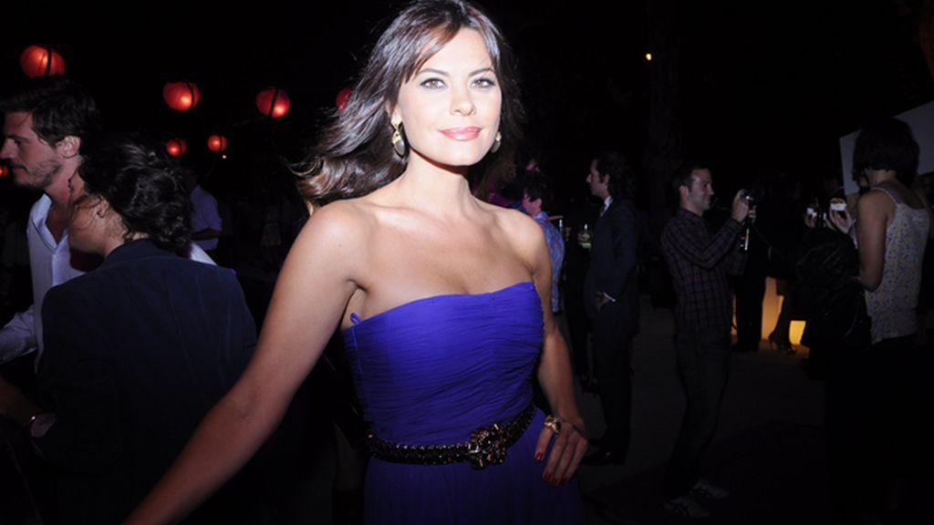 Maria José Suarez deslumbrante con un vestido de Halston