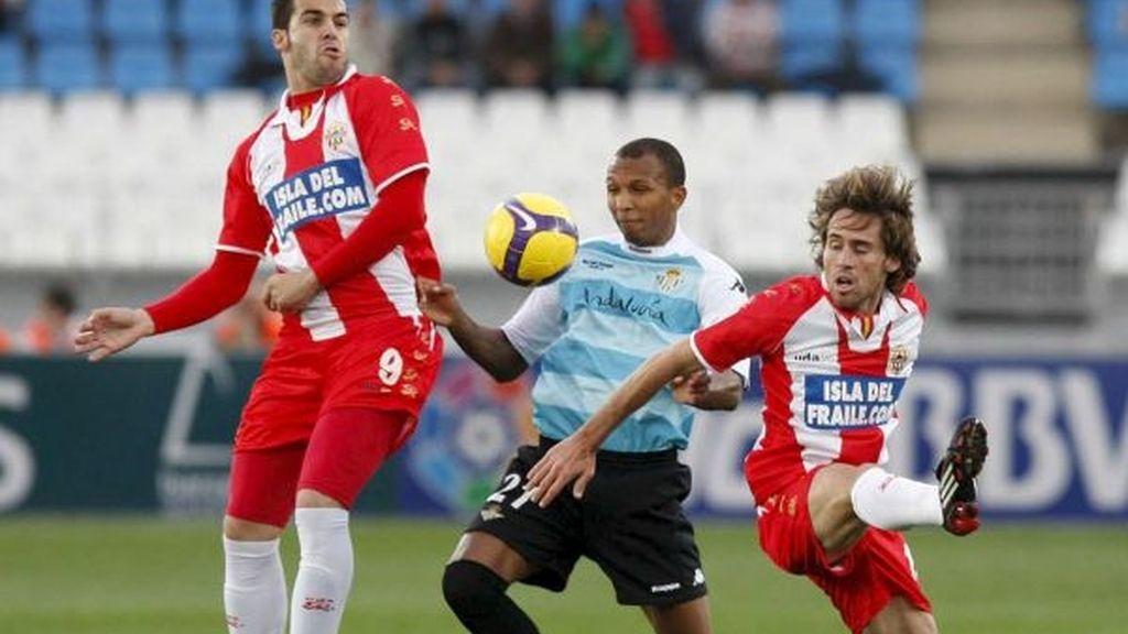1-0. El Almería se llevó el duelo andaluz en el estreno de Hugo Sánchez