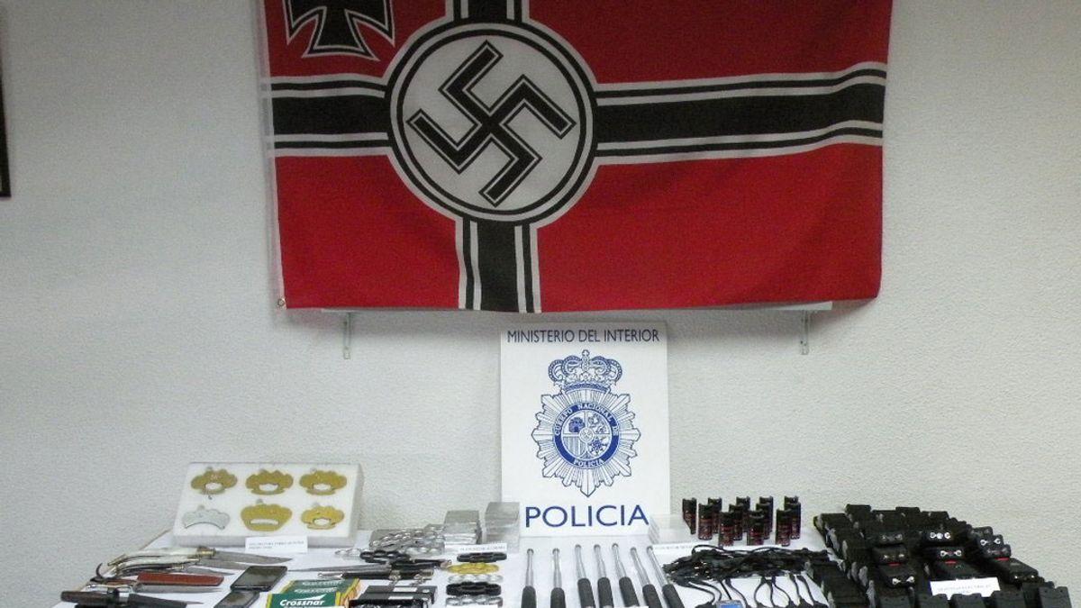 Armas requisadas a un menor detenido que las vendía por Internet